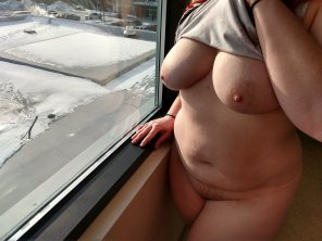 amateur photo [F]lashing by the hotel window... It snowed!