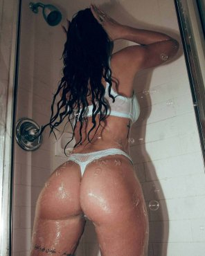 amateur photo Non-nude shower