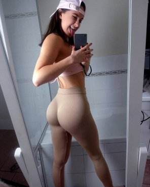 amateur photo Yoga pants