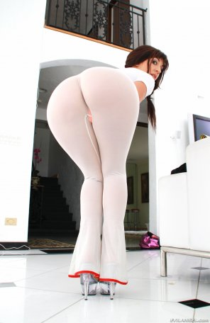 amateur photo Tight white