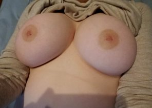 amateur photo [Image] Nothing better to do than share my boobs with you. ❤