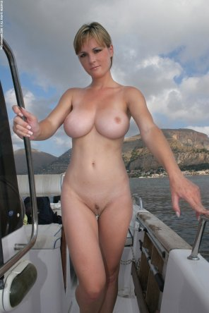amateur photo Boat babe