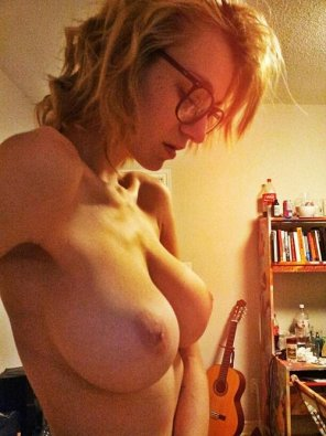 amateur photo Slim and busty