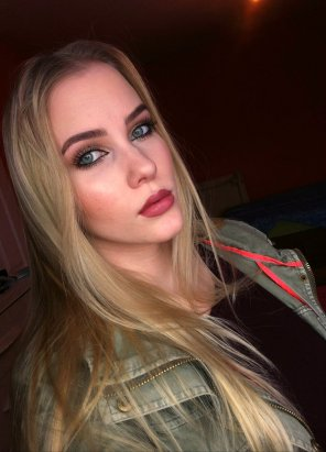 amateur photo Full-Lipped Blonde