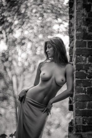 amateur photo Leaning