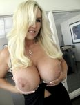 amateur photo Stacked milf showing off