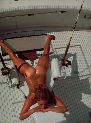 amateur photo Tanning on a boat [MIC]