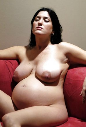 amateur photo Pregnant woman relaxing in the nude