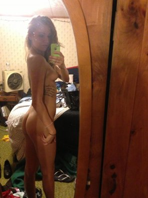 amateur photo Slim and naked