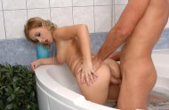Jacquelinne Gold busy in the tub