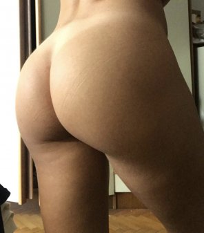 amateur photo How do you like my firm sporty ass? [f]