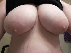 amateur photo I love showing of[f] my big tits