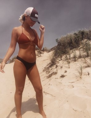 amateur photo 19yo on the beach showing off her perfect body