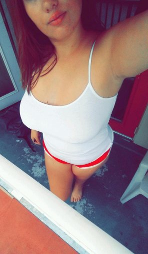 amateur photo cute 18yo with tripleDs pierced, braless in white t-top :) pm if u like