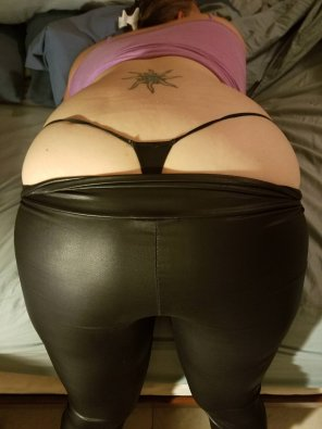 amateur photo Wetlook leggings with a G! [F]