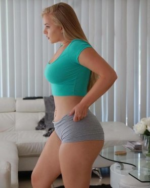 amateur photo Thick in tight shorts