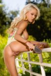 amateur photo Hot blonde showing her holes