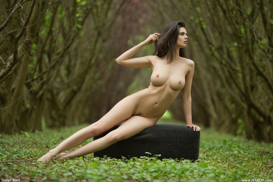 Nature pose Porn Photo