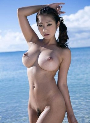 amateur photo Amazing Hottie in the sea