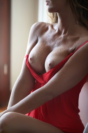 amateur photo Ready in red