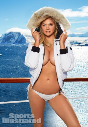 amateur photo Kate Upton- One day she will pose topless. Until then this is good enough.