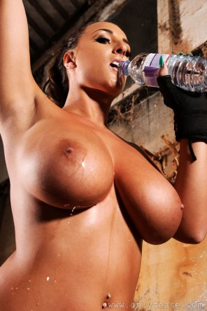 amateur photo Stacey Poole having some water