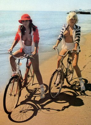 amateur photo Beach riders
