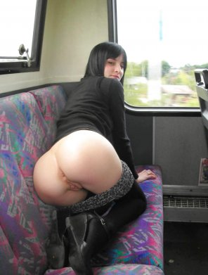 amateur photo Ass on buss.