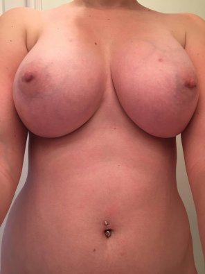 amateur photo Flashing my big titty, hope you guys enjoy! SC- cute_amelia21