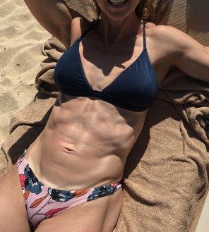 bikini milf amateur