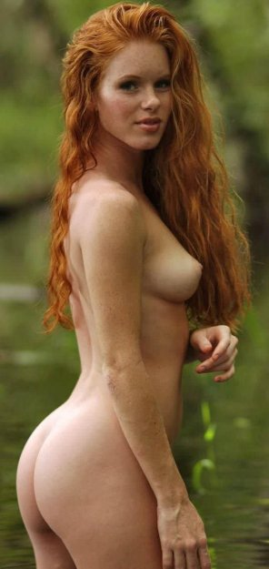 amateur photo Naked Avenger