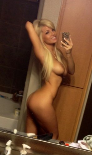 amateur photo Blonde selfie