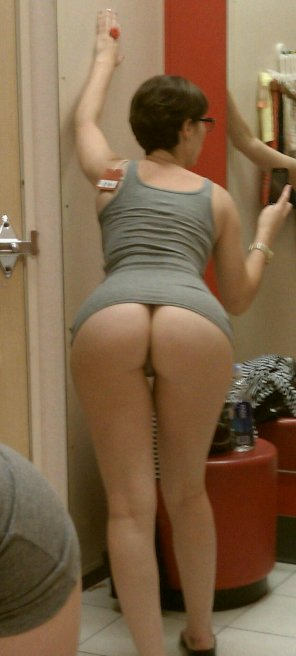 amateur photo Big Ass in a Target Dressing Room