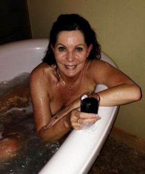 amateur photo milf magdalene bathing