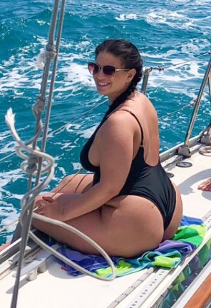 amateur photo Extra Thick on the High Seas