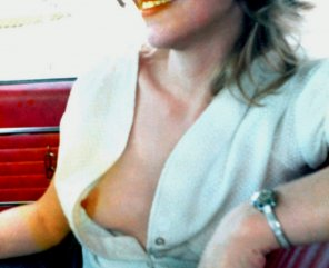 amateur photo Exhibitionist MILF open pickup blouse