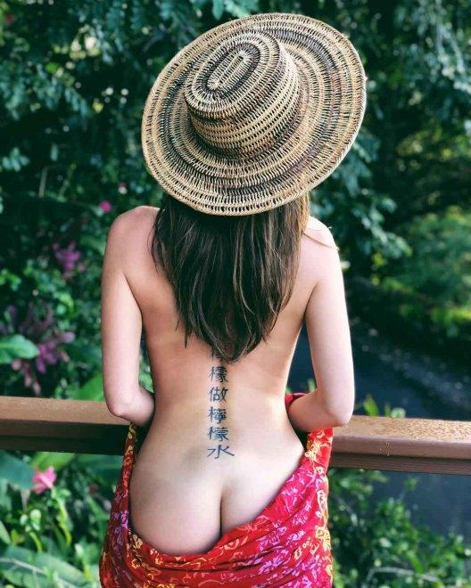 Riley Reid sharing a cheek Porn Photo