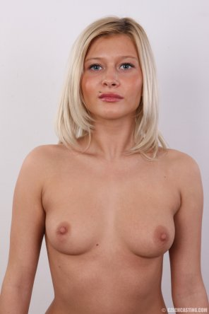 amateur photo Topless Blonde