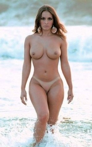 amateur photo Italiana Elena must journey to the ocean to save her love