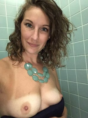amateur photo tanline tits at work