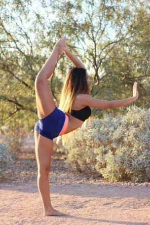 amateur photo Bendy Babe