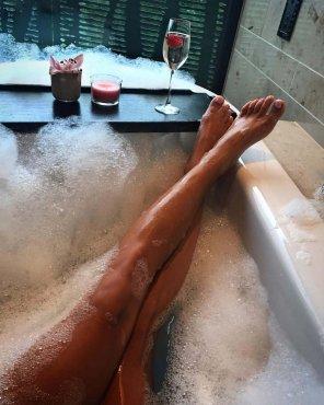 amateur photo Bath Legs