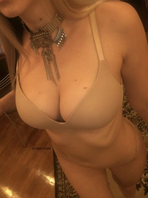 amateur photo [f] love my nude bra
