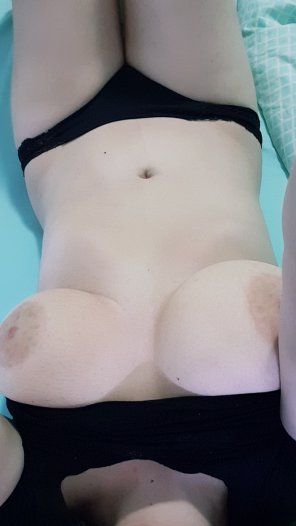 amateur photo My pale skin and boobs 33[F]