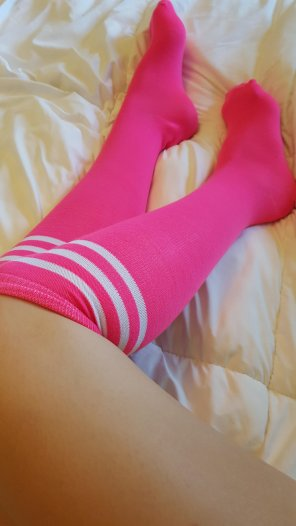 amateur photo pink sock preview ! :) i take request