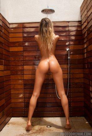 amateur photo Cool shower
