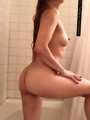 amateur photo [f] Shower side view. Something for you stare at work today.