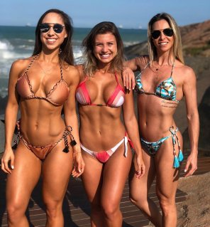 amateur photo Bárbara Uber, Paola Carrijo & Bruna Krause
