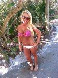 amateur photo Busty bikini babe