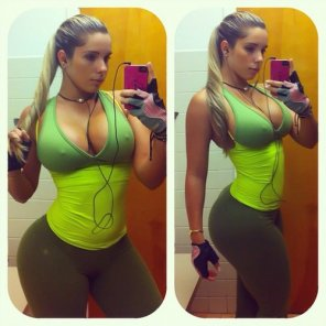 amateur photo Gym Girl with thick Waist !!!
